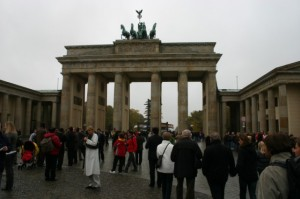 Misi di Berlin : Cari Tandas.